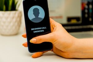 ¿Sabes si tu teléfono ha sido hackeado? ¿Qué puedes hacer para evitarlo?